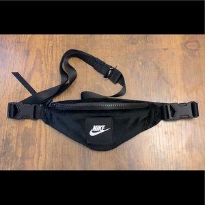 Nike Sportswear Heritage Velour Fanny Pack Black